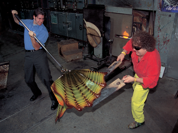 Dale Chihuly, James Mongrain (left), Boathouse hotshop, Seattle, Washington