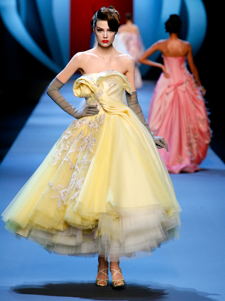 Haute Couture Christian Dior SS2011 25.  EMBROIDERED OFF WHITE AND PALE YELLOW DÉGRADÉ TULLE DRESS.
