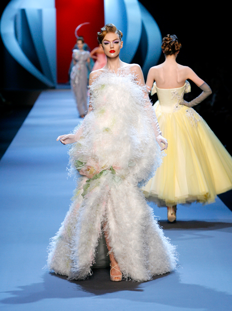 Haute Couture Christian Dior SS2011 26.  FEATHER WHITE AND PASTEL DÉGRADÉ DRESS.