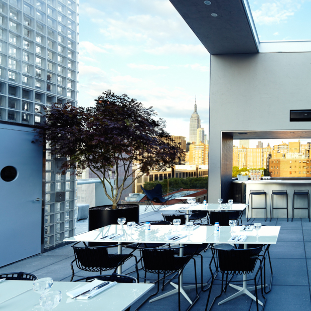 La piscine mediterranean and alpine grill rooftop for Piscine new york